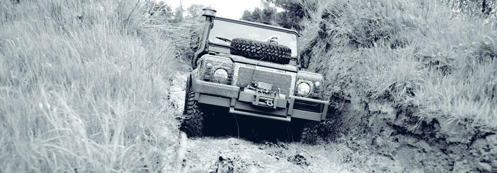 Conduite sur route boueuse