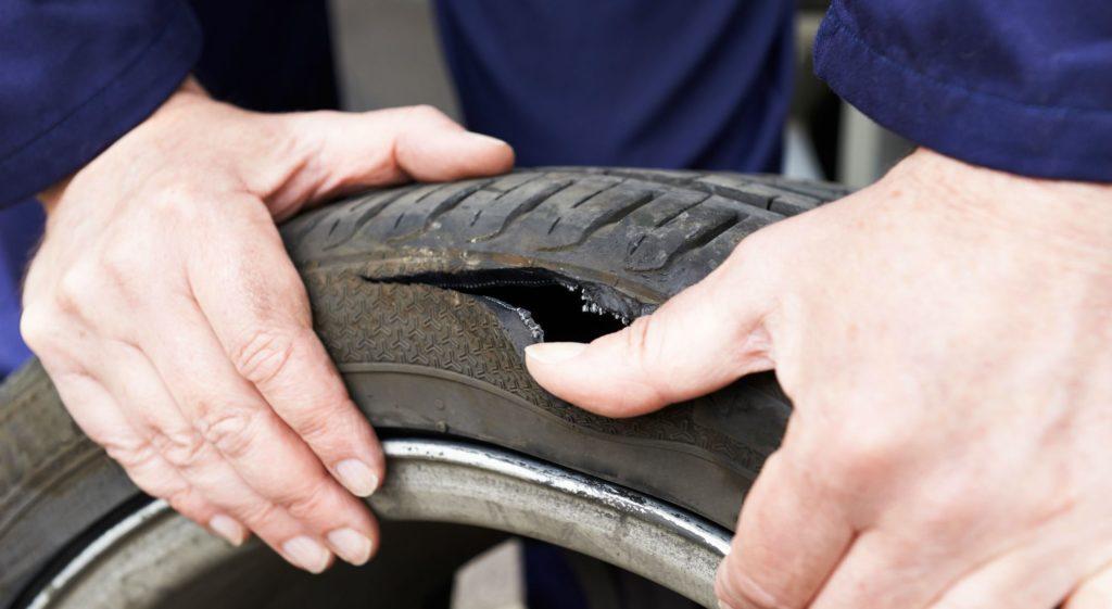 Assurance voiture prise en charge crevaison des pneus