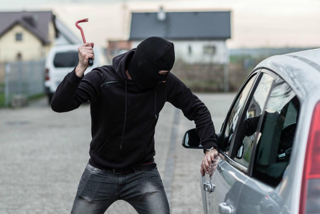 Vandalisme assurance voiture pneus crevés