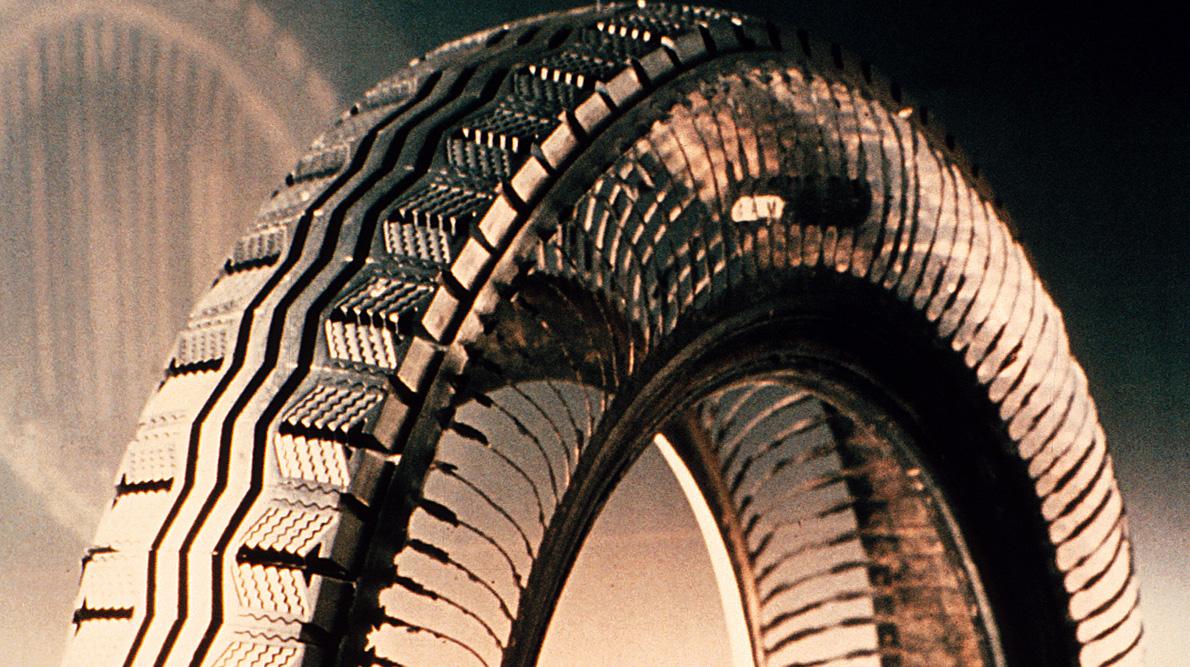 1946 Michelin invente le pneu à carcasse radiale