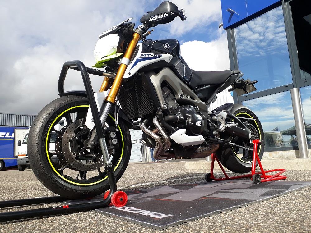 Moto Yamaha MT-09