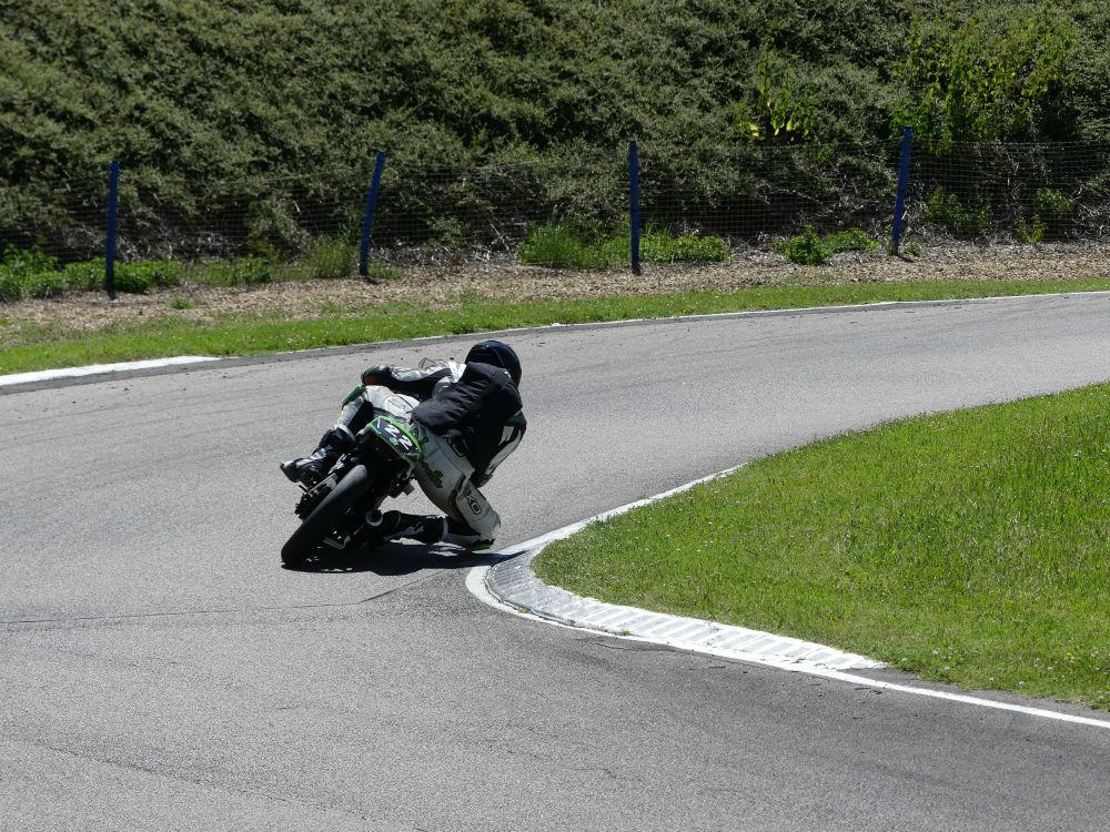 CBR 125 R avec Pirelli Diablo Superbike SC0