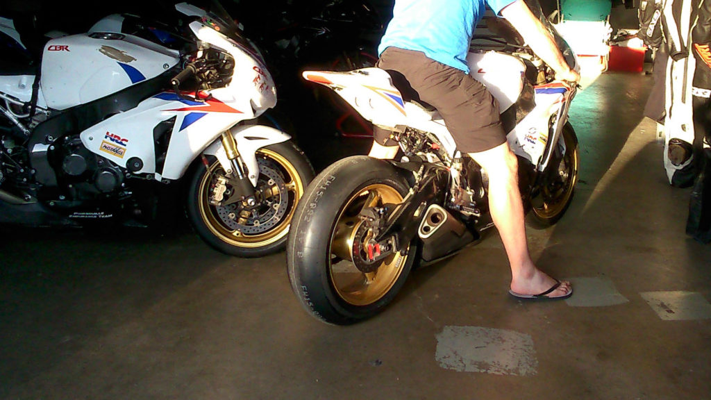 Bridgestone V02 pneu moto slick