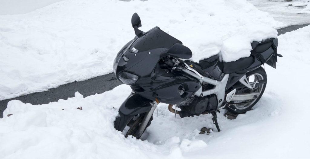 Rouler part temps froid avec des pneus moto hiver