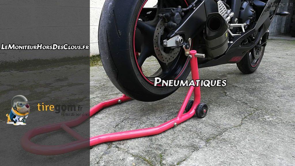 Pneumatiques moto à contrôler