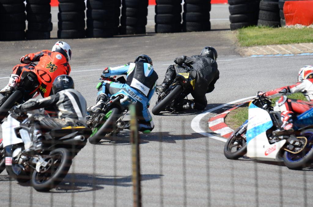 Pneu moto course Bridgestone test