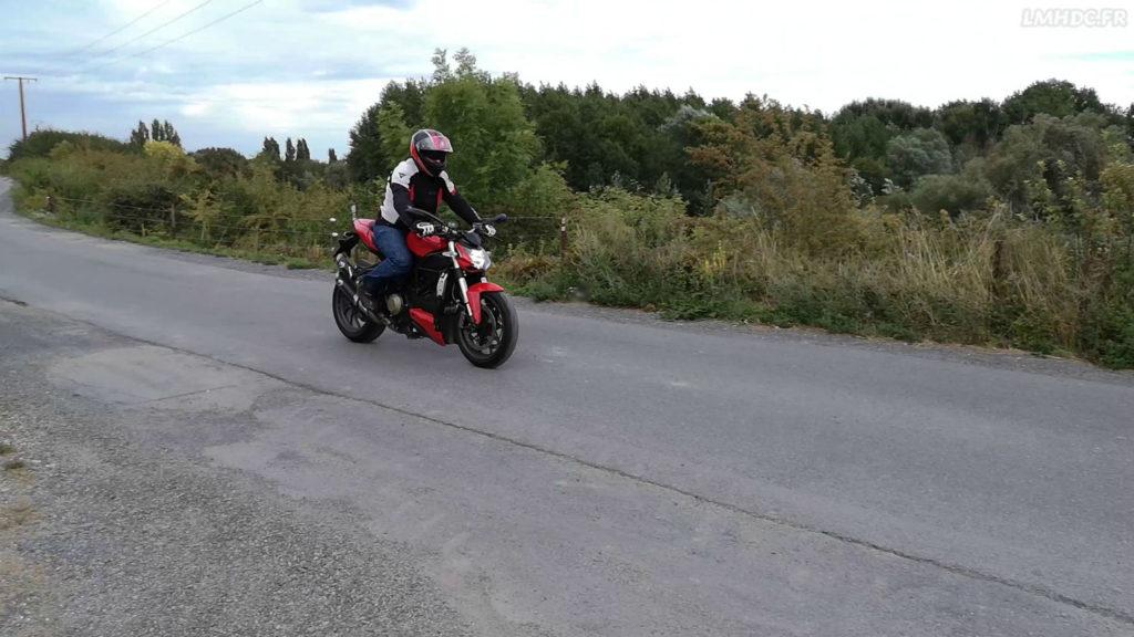 Essai pneu moto route
