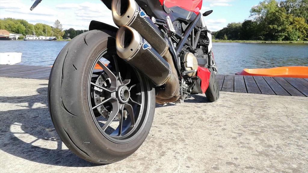 Pneu moto route Bridgestone